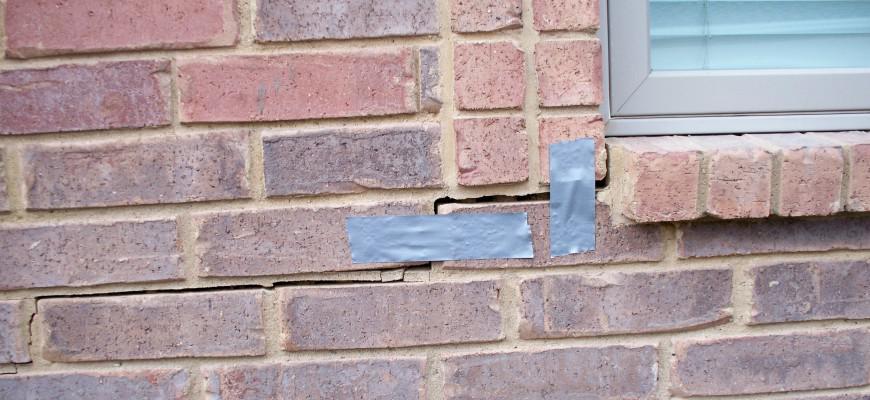 стена со скотчем