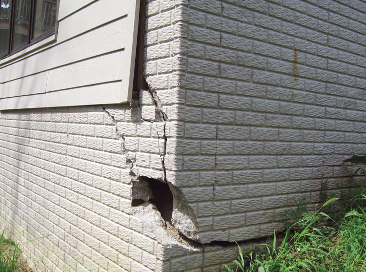 Стена с трещиной 1